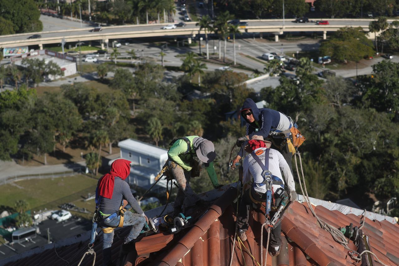 Best Roofers working at High Pointe Place